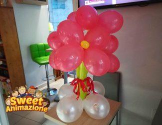 centro tavolo palloncini fiore